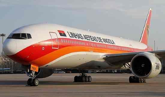 Boeing 777 para Luanda